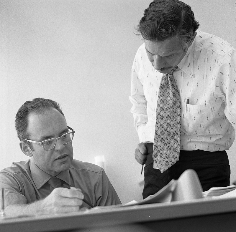 Gordon_Moore_and_Robert_Noyce_at_Intel_in_1970