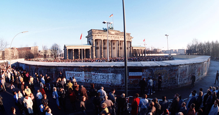 Berlin Wall Financial Crisis Main Image